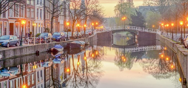 68530_fullimage_leiden_canals_1360x430